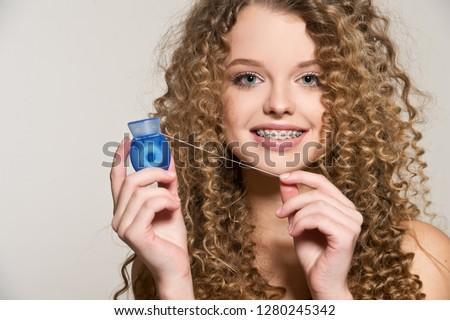 Nastolatek dziewczyna stomatologicznych szelki szczęśliwy Zdjęcia stock © Kzenon