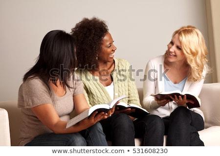 Nő Biblia ül asztal boldog jókedv Stock fotó © wavebreak_media