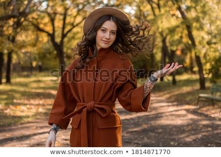 Mutlu genç kadın sonbahar kat şapka oturma Stok fotoğraf © deandrobot