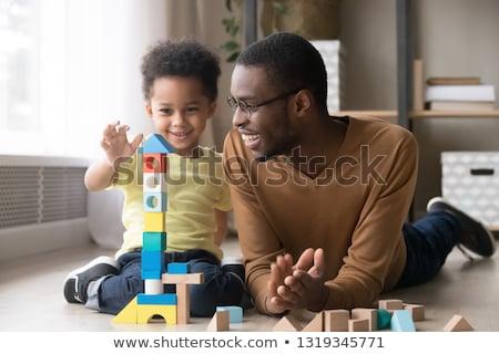 weinig · jongen · spelen · blokken · vergadering · kleurrijk - stockfoto © galitskaya