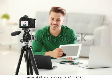 Kamera videó blogger táblagép blogolás emberek Stock fotó © dolgachov