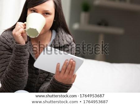 Déjeuner comprimé mug femme salon lecture Photo stock © Giulio_Fornasar