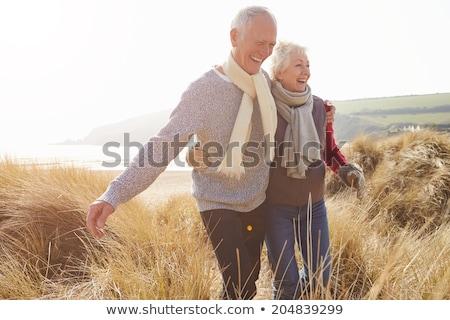 Stock fotó: Pár · sétál · tenger · égbolt · férfi · boldog