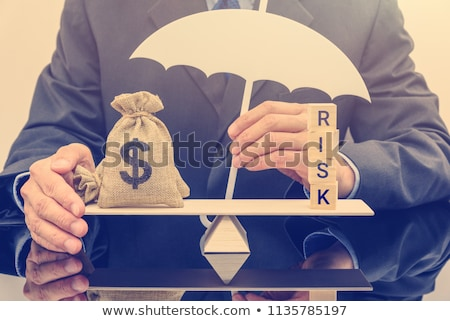 Foto stock: Investimento · risco · piggy · bank · tenha · armadilha · branco