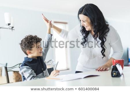 sorridere · madre · aiutare · figlio · compiti · per · casa · donna - foto d'archivio © lopolo