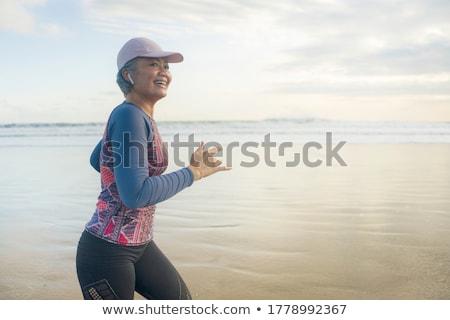 jóvenes · viajero · mujer · cámara · rubio - foto stock © deandrobot
