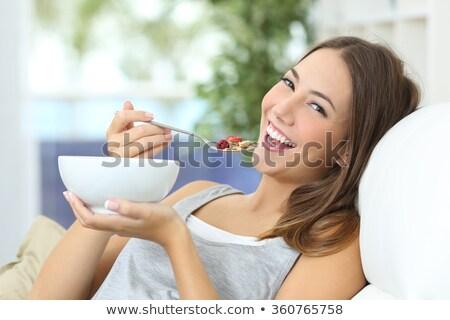 Zdjęcia stock: Kobiet · nastolatek · jeść · zdrowych · zbóż · śniadanie