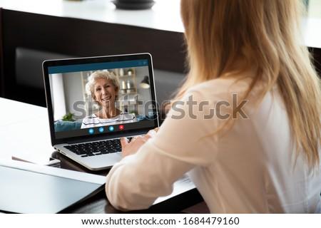 Blijven home chat online isometrische meisje Stockfoto © -TAlex-