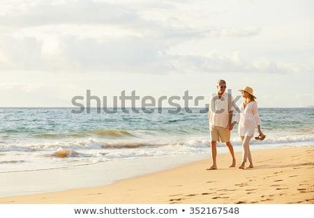 Casal praia amor mar montanha Foto stock © photography33