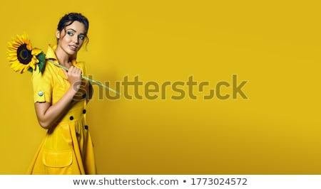 mujer · sonriente · ramo · flores · vacaciones · amor - foto stock © dolgachov