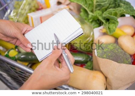 Widoku notatnika powyżej koszyka produktu Zdjęcia stock © wavebreak_media