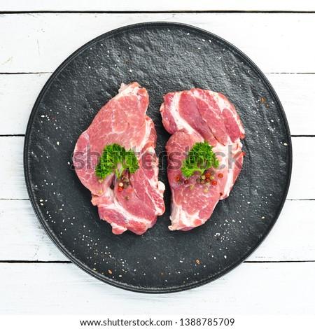 nyers · vesepecsenye · steak · rozmaring · fűszer · tányér - stock fotó © illia