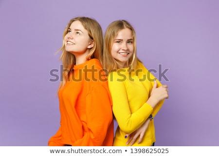 Meisjes tweelingen stand samen Geel grappig Stockfoto © Traimak