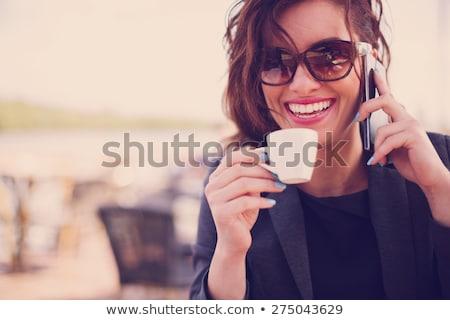 ストックフォト: 笑みを浮かべて · 若い女性 · 話し · 携帯電話 · 座って · 階段
