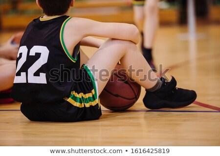 Posiedzenia piętrze boisko do koszykówki sportu mężczyzn Zdjęcia stock © matimix