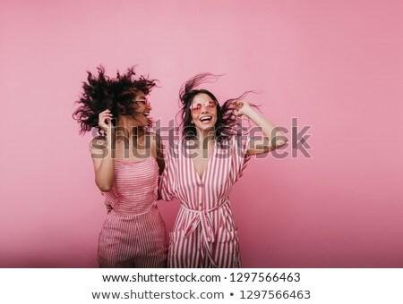 lányok · promenád · kettő · fiatal · barátságos · lezser - stock fotó © dash