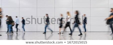 zakenvrouw · lopen · rond · kantoor · drukke · praten - stockfoto © alexanderandariadna