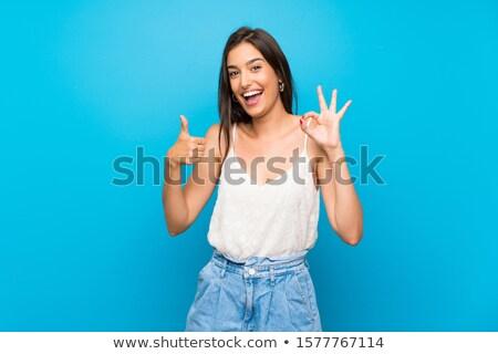 Mujer bueno gesto aislado azul Foto stock © deandrobot