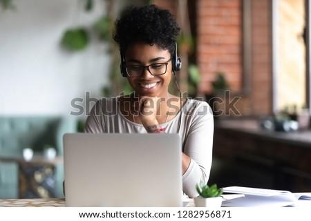 Csinos fiatal diák okos lezser szemüveg Stock fotó © pressmaster