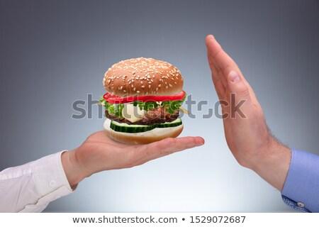 Hand hamburger bieden ander persoon Stockfoto © AndreyPopov