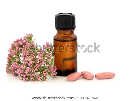 pílulas · queda · branco · médico · ilustração · pílula - foto stock © saphira