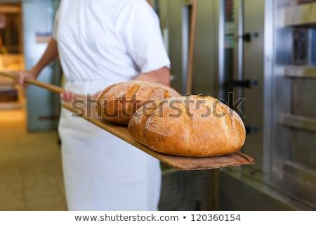 Bakker vrouw tonen vers gebakken brood Stockfoto © Kzenon