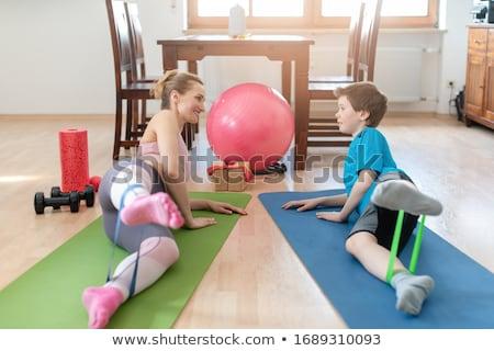 家族 スポーツ ホーム 訓練 脚 抵抗 ストックフォト © Kzenon