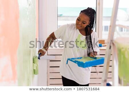 bastante · mulher · negra · pintura · paredes · belo · jovem - foto stock © Edbockstock