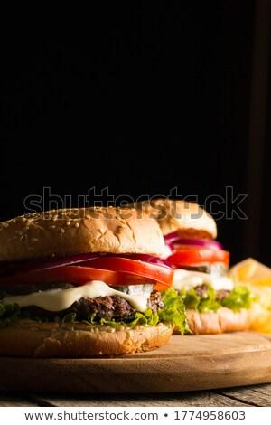 Cheeseburger batatas fritas pormenor fast-food fundo pão Foto stock © sirylok