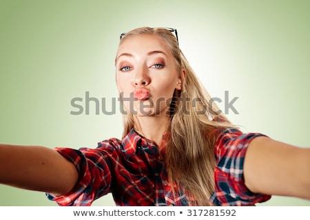 nő · áll · felfelé · mosolyog · kamera · tart - stock fotó © wavebreak_media