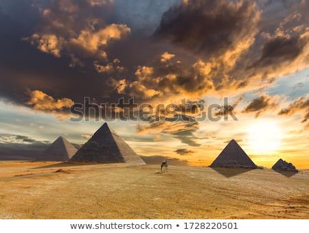 Gránit piramis férfi kicsi kockák kő Stock fotó © Stocksnapper