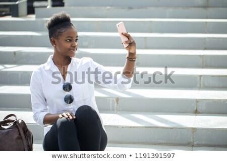 joli · jeunes · travailleur · séance · étapes · téléphone - photo stock © dash