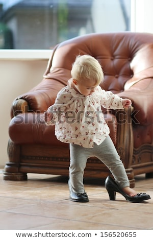 dziewczynka · matki · buty · czarny · odizolowany · dziewczyna - zdjęcia stock © ivonnewierink