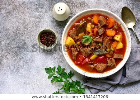 carne · guisada · cenouras · pérola · cebolas · vinho - foto stock © yelenayemchuk