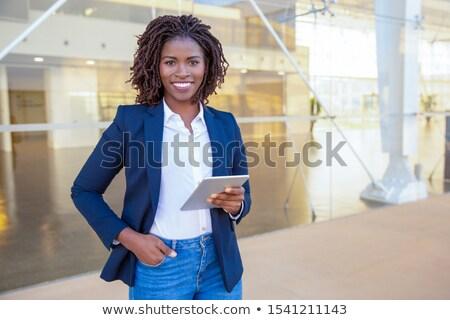 ビジネス女性 · 作業 · コンピュータ · 屋外 · 肖像 · 小さな - ストックフォト © is2