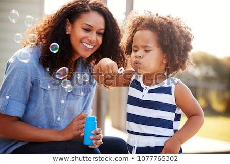Moeder kind blazen bubbels vrouw strand Stockfoto © IS2