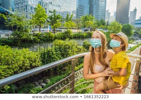 Mama syn strumienia Seul wynikać Zdjęcia stock © galitskaya