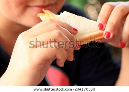 nő · eszik · eper · bent · étel · boldog - stock fotó © photography33