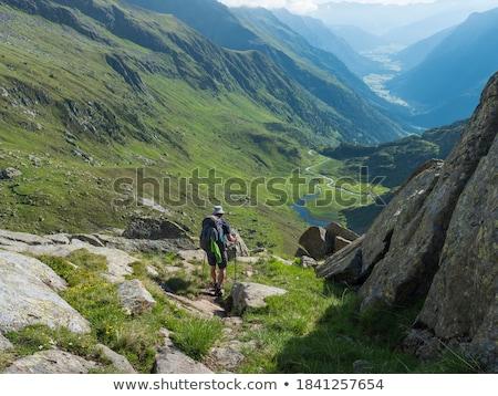 Wandelaar parcours rugzak onverharde weg eiland weg Stockfoto © olandsfokus