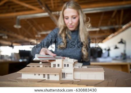 Arquitecto escala modelo viviendas mano Foto stock © photography33