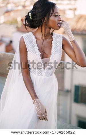 Oszałamiający czarujący kobieta ciemne Zdjęcia stock © dash