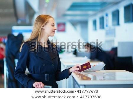 bilet · seçici · odak · aile · bekleme · yatılı · havaalanı - stok fotoğraf © hofmeester