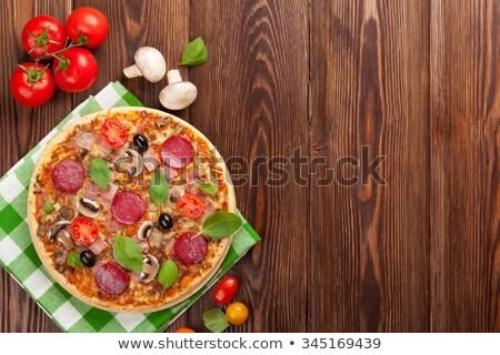 Pizza salame pimenta molho de tomate tabela Foto stock © d_duda