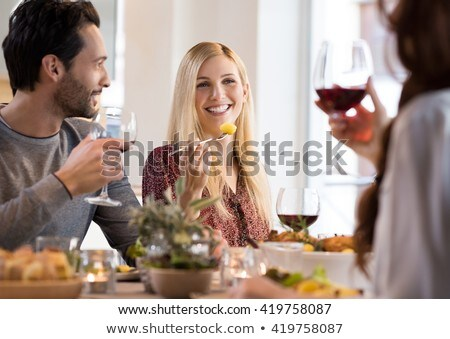 vrouw · partij · uit · voedsel · glimlachende · vrouw · glimlachend - stockfoto © monkey_business
