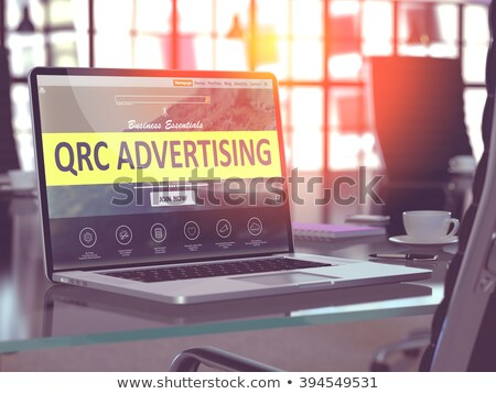 Laptop scherm reclame moderne werkplek tonen Stockfoto © tashatuvango