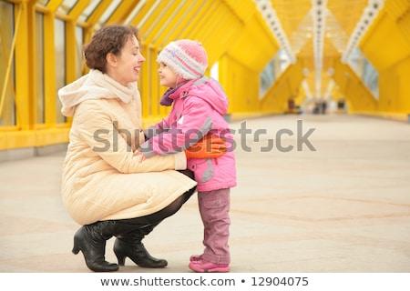 матери дочь посмотреть другой пешеходный мост любви Сток-фото © Paha_L
