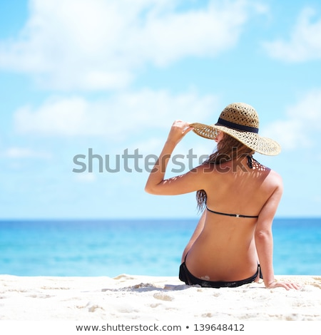 unbeschwert · Frau · Strand · weiß · hat · bikini - stock foto © luckyraccoon