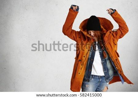 gelukkig · vrouw · winter · bont · hoed - stockfoto © hasloo