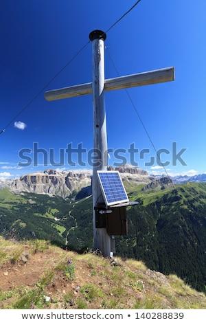 berg · zonnepaneel · klein · huis · dak · gebouw - stockfoto © antonio-s