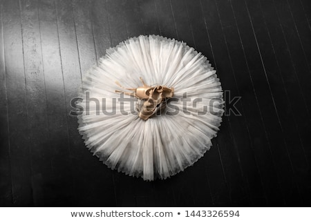 Güzel ince esmer kırmızı beyaz kız Stok fotoğraf © disorderly